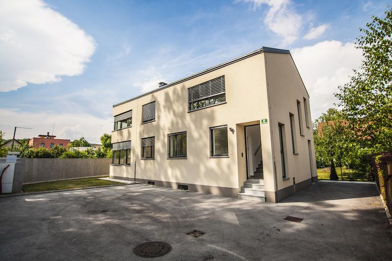 Moderna dvostanovanjska hiša Dravlje