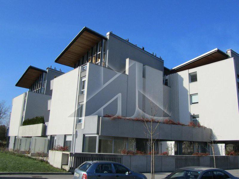 Znižana cena, moderna arhitekturno razgibana zasnova
