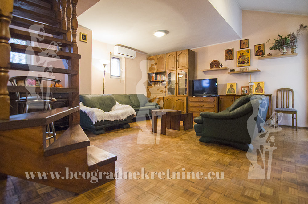 Porodična zgrada sa dva odvojena stana Vračar