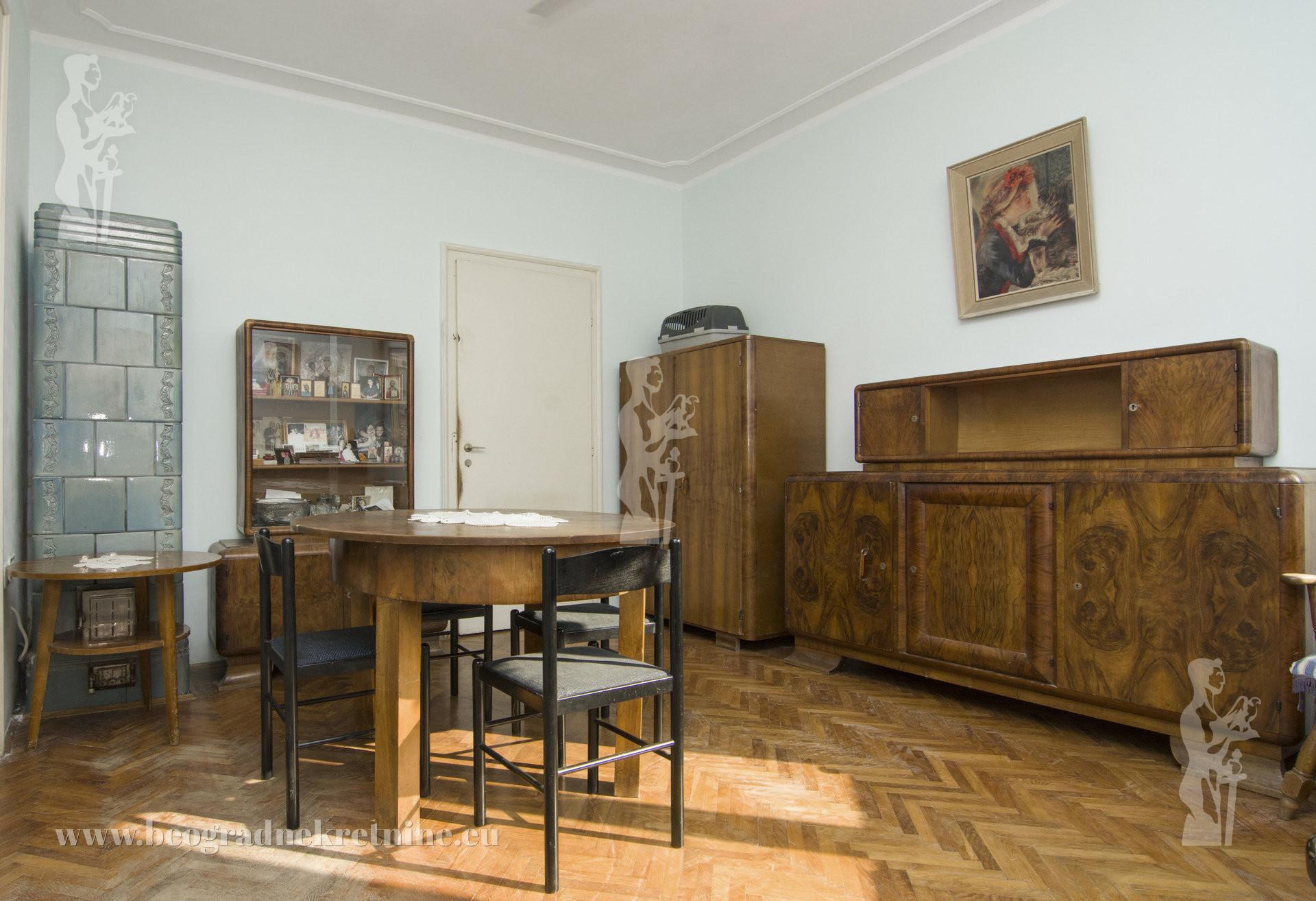Lep salonski stan 85m2 Botanička bašta