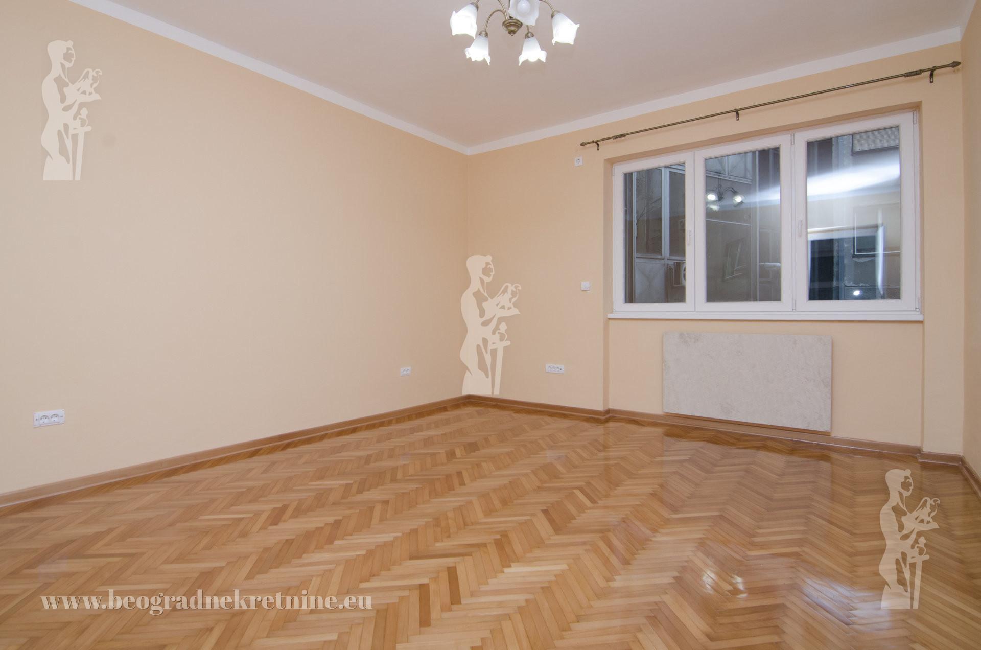 Kompletno renoviran stan na odličnoj lokaciji