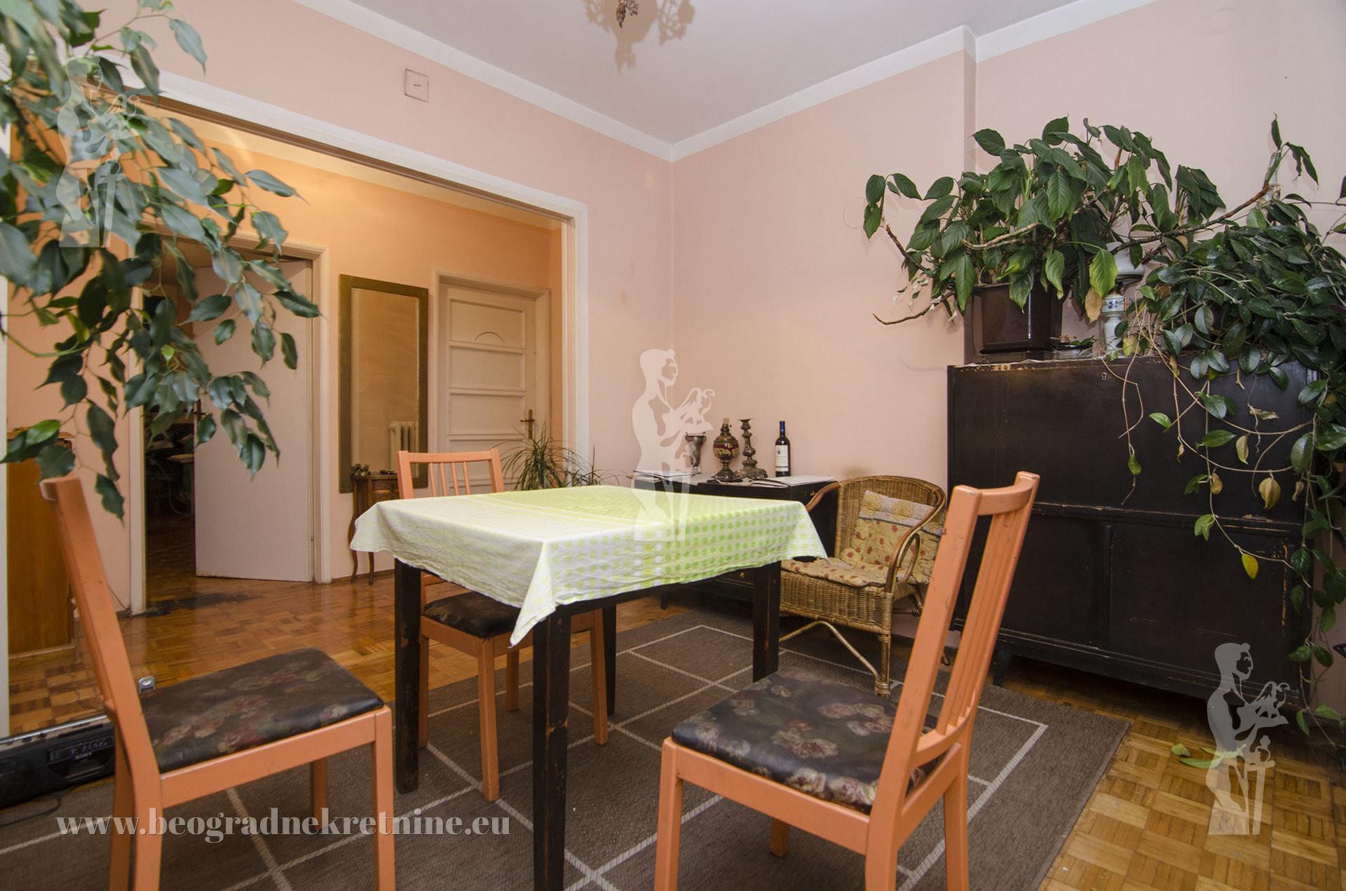 Dvosoban stan u mirnom delu Dorćola Bajlonijeva