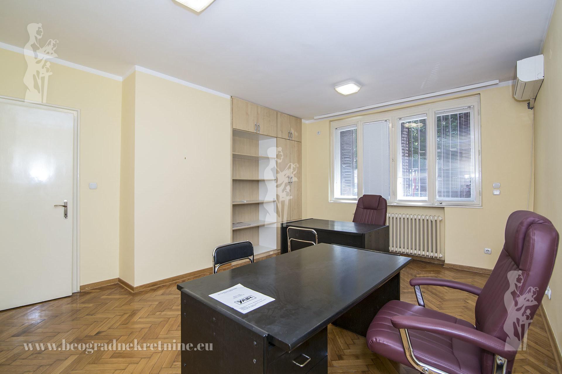 Poslovni prostor Politika 57 m2