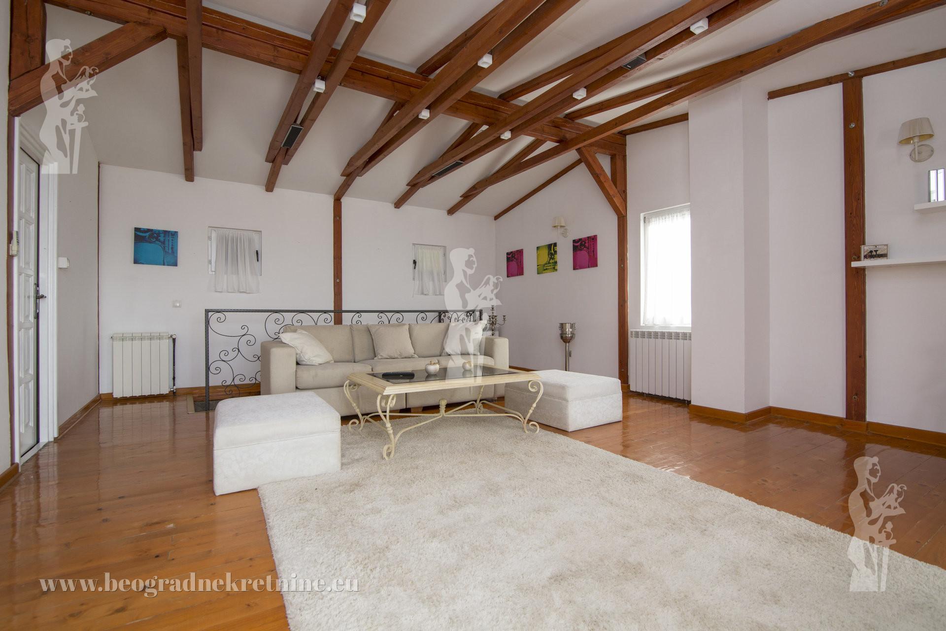 Lux kuća sa bazenom Jajinci 300m2 Pr Pk parking ID 2399