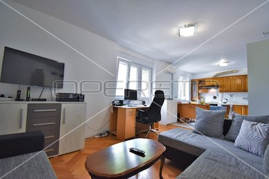 Newly renovated two-bedroom apartment in Pula, 57.79 m2, Istria, Pula, Pula